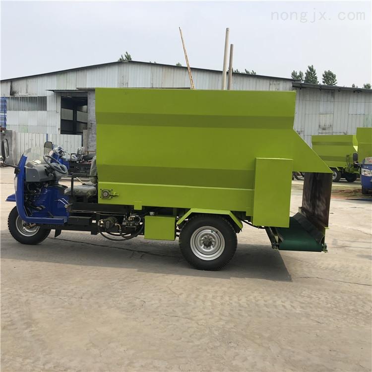 牛场自动喂料机 养殖撒料机 自走式投料机