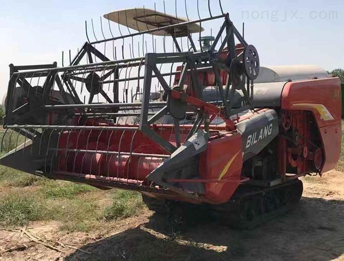 大型牧草收割粉碎一体机