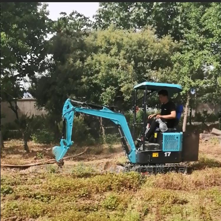 小挖机图片济宁微型挖掘机直销厂家ljy7