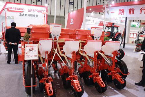 浙江省人民政府關于推進博馬快樂投化和農機裝備產業高質量發展的實施意見